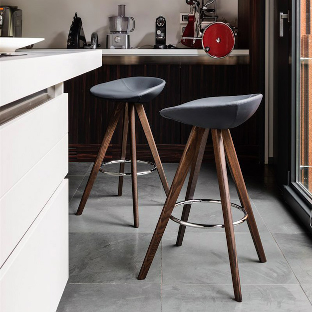 Calligaris palm bar stool wood legs - Calligaris balances ...